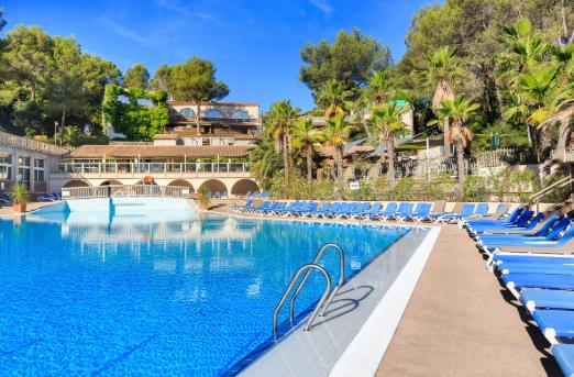 Quel hébergement choisir durant un camping en bord de mer dans le Var ?