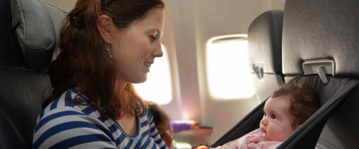 Voyage en avion : les précautions à prendre quand on est avec un bébé