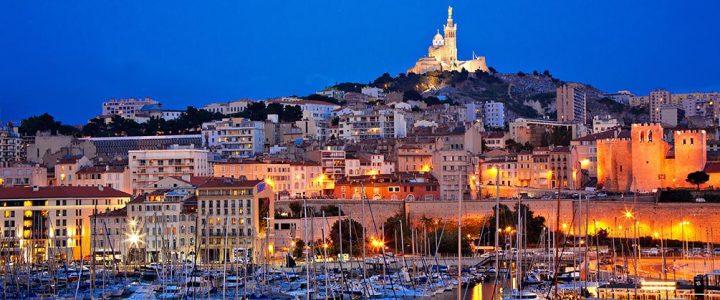Pourquoi opter pour une auberge de jeunesse à Marseille