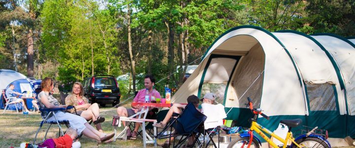 Vacances avec vos beaux-parents : rendez-vous en camping